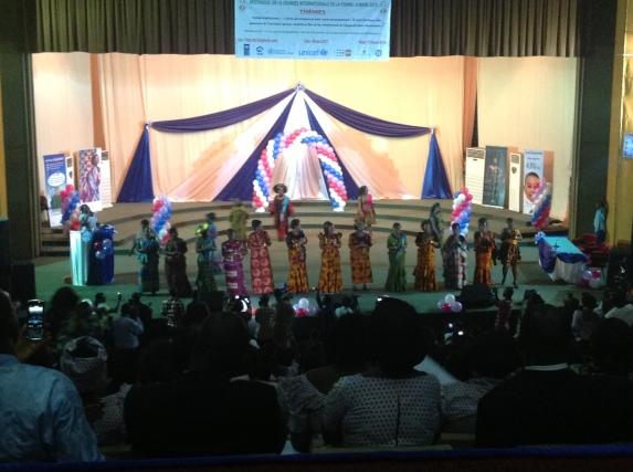 Défilé des femmes vendeuses du grand marche de Lomé
