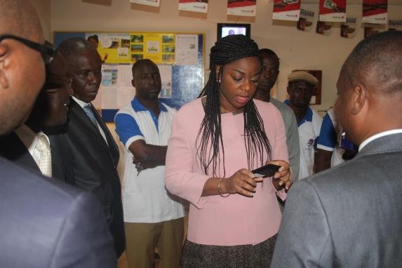 Visite guidée de la Poste de Tokoin à Lomé à l'occasion de la journée mondiale de la poste 2015